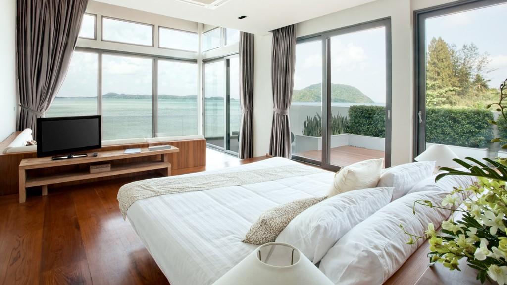 clio-silver-bedroom